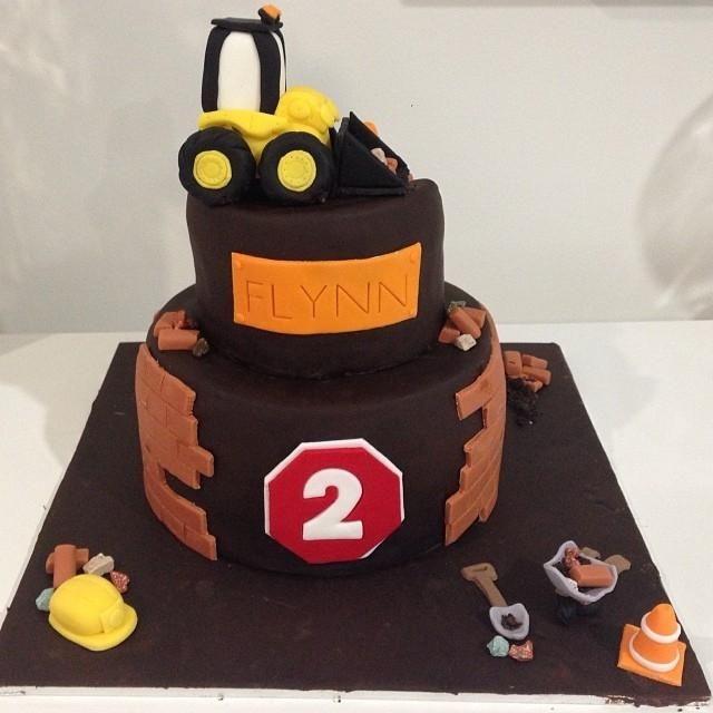boy's construction birthday party cake