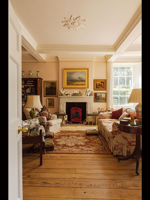 Inside the Home of the Dowager Duchess of Devonshire | Sotheby's