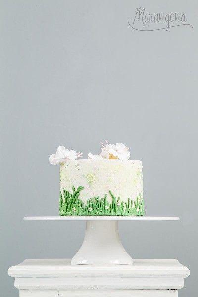 Holly design cake by Marangona | sugarflowers | covered by fondant | www.marangona.hu