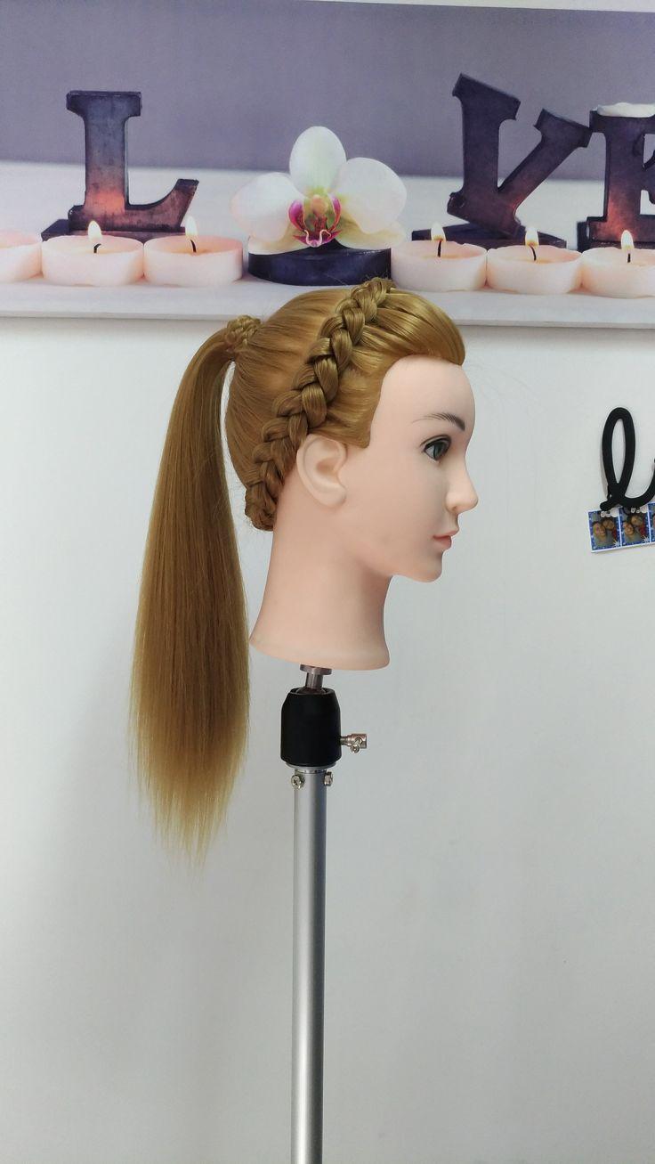 Peinado con Diadema Trenzada y Coleta