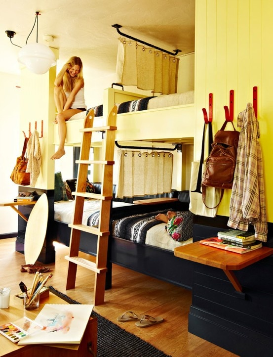 Bunk beds / freehand hotel in Miami .... Good idea for a kids rooms / guest room