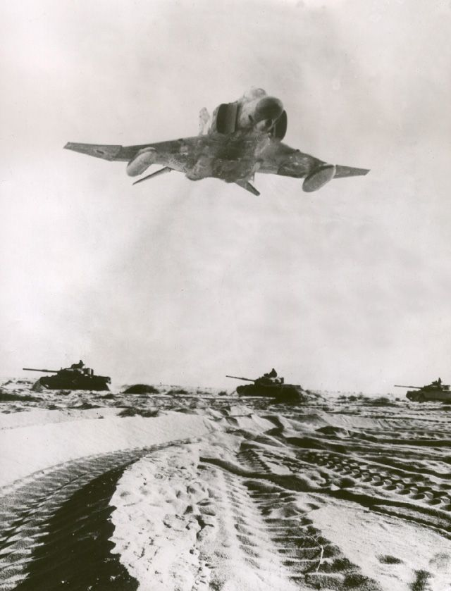 fcba:  An Israeli F-4 Phantom II flies over the desert during the Yom Kippur War in 1973. (IAF Photo)