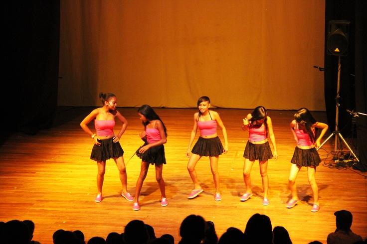 Las chicas danzantes de Juanchito