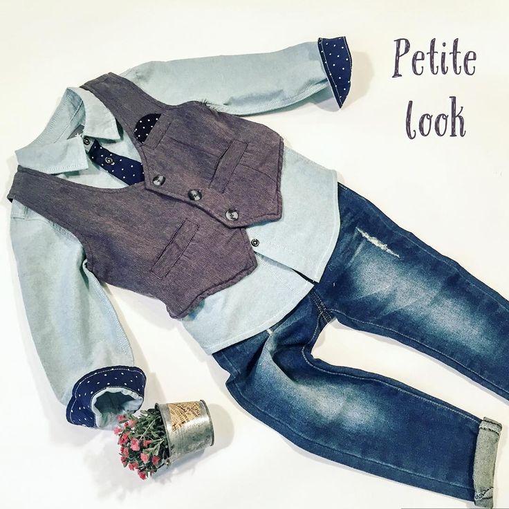 Стильным мальчишкам🕶 Рубашка небесного цвета с темно-синим галстуком в белый горошек, серая безрукавка в дополнение образа. Базовая модель потертых джинс👌🏼 ❗️образ целиком со скидкой 20% 3700₽ ❕рубашка с галстуком, хлопок 1390₽ ❕безрукавка 1390₽ ❕джинсы 1875₽ ❗️в наличии размеры от 86 см до 122 см ❕доставка ❕подарочная упаковка  Заказать: WhatsApp +7(926)121 20 20 Интернет-магазин +7(495)120 28 97…