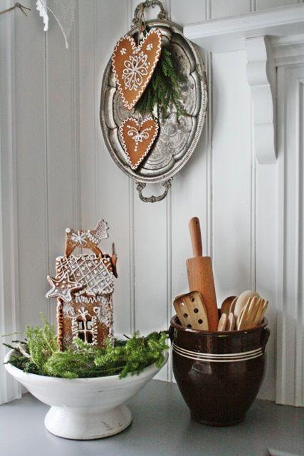 Dere vet jo nå hvor glad jeg er i å lage og dekorere pepperkaker..det blir liksom ingen jul uten:) I år er det dette som er hovedjulepyn...