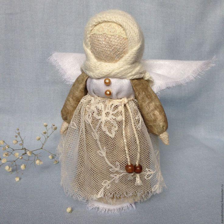 Купить или заказать Кукла Ангел-хранитель Нежность, оберег (белый, золотой,бежевый) в интернет-магазине на Ярмарке Мастеров. Кукла Ангел-хранитель, нежный, торжественный, романтичный и в то же время очень теплый и домашний. Этот милый ангелок подарит вашему дому праздник, тепло и уют. Защитит и убережет от невзгод. Кукла Ангел сделана по мотивам русской народной куколки скрутки, внутри березовая палочка, использованы натуральные материалы: домотканый лен, лен посеребренный, лен с позолотой…