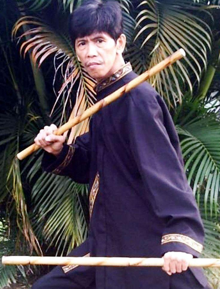 Debido a su elasticidad las varas de ratán absorben mejor el choque que las de madera por lo que son seleccionadas para la confección de bastones, palos sacudidores de alfombras, palillos de instrumentos de percusión y armas de artes marciales