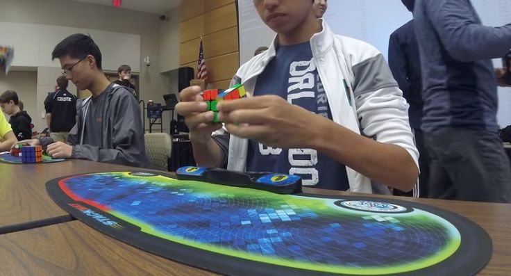15 Year Old Break The Rubik Cube World Record in 4.69 Seconds http://ift.tt/2vEnK5o