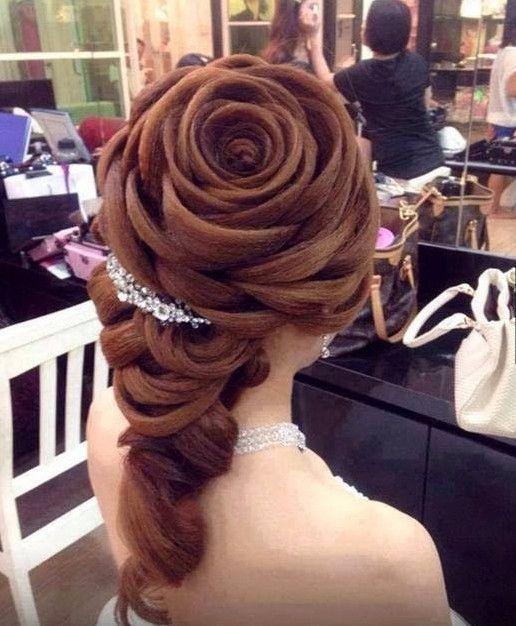 Peinado con forma de rosa