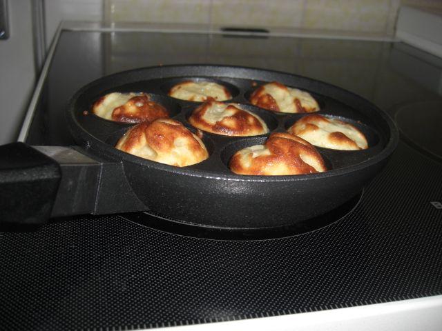 Rezept für Dänische Æbleskiver. Die Typisch Dänischen Apfelbällchen schmecken besonders zur Weihnachtszeit.