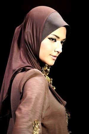 Foulard soirée Plus de modèles sur http://www.photohijab.com/foulards/