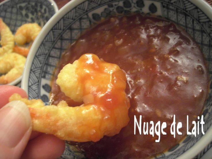Après quelques recherches sur le net afin de trouver une Sauce Aigre-Douce pour accompagner mes Tempura de Crevettes Express j'ai finalement opté pour la recette de Toan du Bo Bun Café et quelle fût ma surprise d'apprendre que l'auteur de ce blog est...