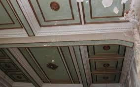 Το ταβάνι του ιστορικού εστιατορίου Όλυμπος - Νάουσα δείχνει εμφανή σημάδια εγκατάλειψης