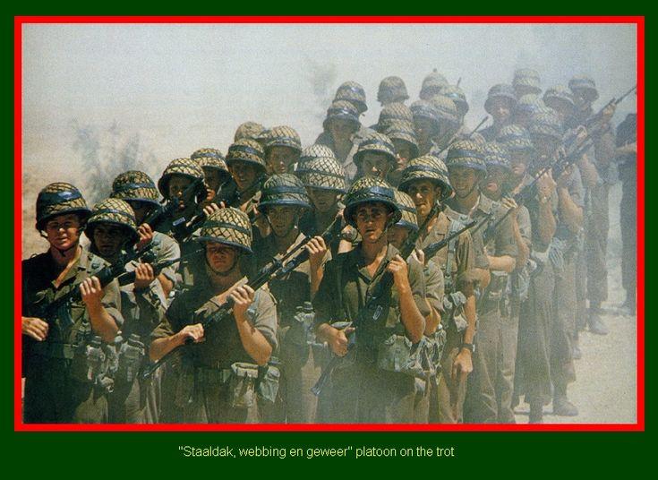 """SADF.info TRAINING """"Staaldak, webbing en geweer"""" platoon on the trot"""