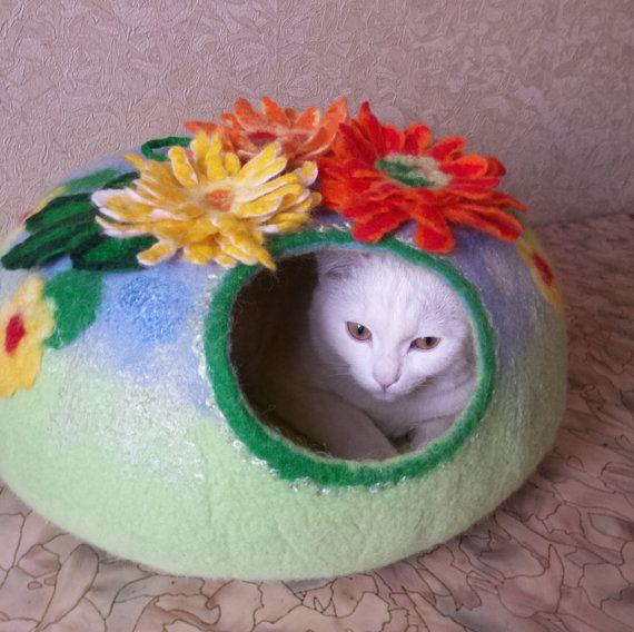 cat bed/ cat cave/ cat house/ cat nap cocoon/ Summer has