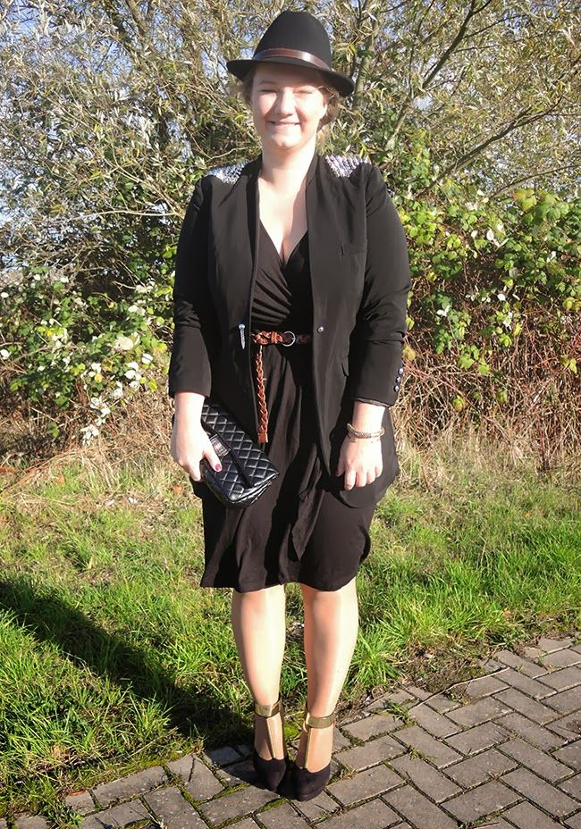 #Whole #outfit #sheego #Long #langblazer #longblazer #nieten #studded #kleine #schwarze #lbd #Blazer #Dress #Hat #Bag #Heels #hut #gold #curvy #curve #girl #women #woman #fat #big #fashion #mode #blog #life #lifestyle #plus #size #plussize #Übergrößen #dick #frau #frauen #kurven #kurvig #inbetweener #inbetweenie #inbetween #fatshion #plussize #Xmas #Style #Christmas #Weihnacht #Outfit #perfect