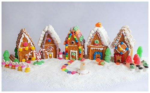 .: Graham Cracker Cottages - a great DIY holiday project for the whole family!