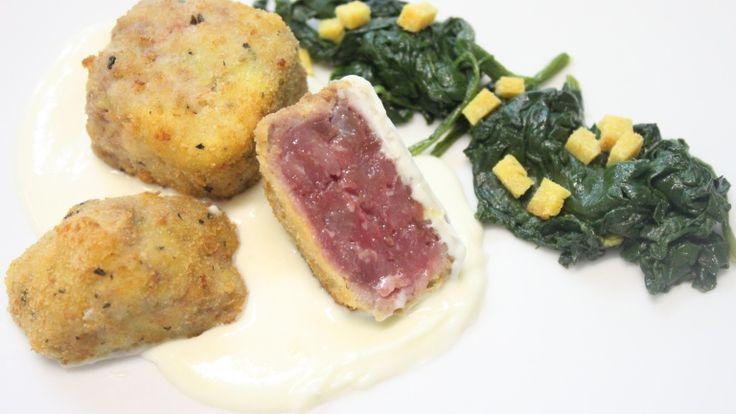 Ecco un'altra gustosa ricetta di agnello dall'Abruzzo, resa ancora più golosa da una vellutata di Pecorino che ne esalta il sapore intenso. Ricetta, consigli di una grande chef abruzzese e vino abbinato!  http://winedharma.com/it/dharmag/febbraio-2014/ricette-di-carne-battuta-di-agnello-croccante-con-fonduta-di-pecorino