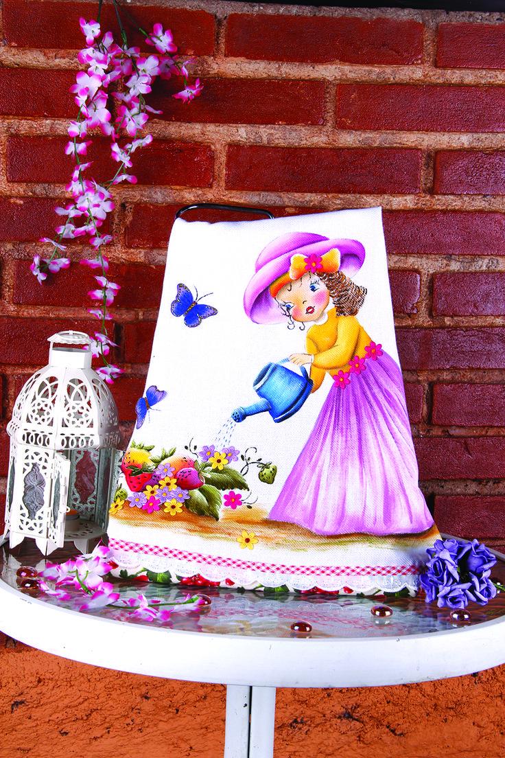 Pintura em tecido - Boneca Moranguinho Artesã: Beth Mattelli  Curso técnica em Pinturas: http://www.vitrinedoartesanato.com.br/curso-tecnicas-pintura-em-tecido-vol-03-com-beth-matteelli-va7276/p