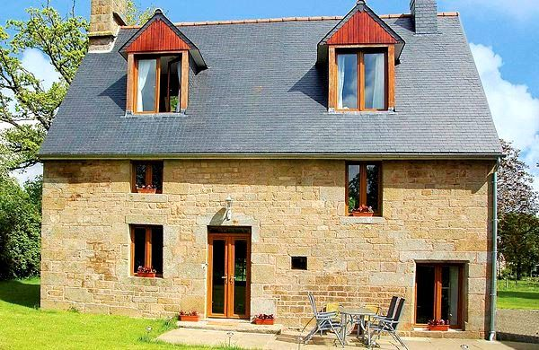 Holiday house near the Golf de Vire, full of trails for hiking and biking.