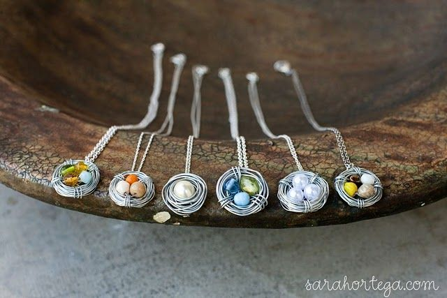I'm going to have to make this necklace...very cute..