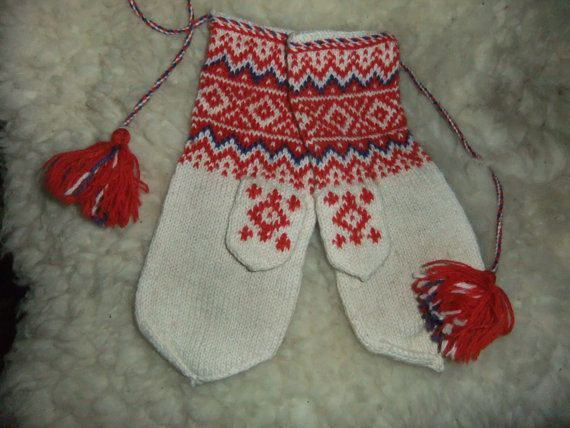 Swedish vintage hand-knitted mittens in wool Folklore