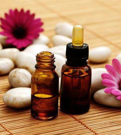 oli essenziali utili contro il dolore muscolari: menta e rosmarino ecc..