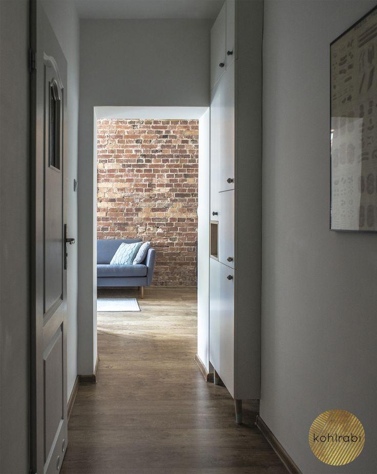 30 | Corridor | Sofa | Brick | White | Kawalerka | Kamienica | Cegła