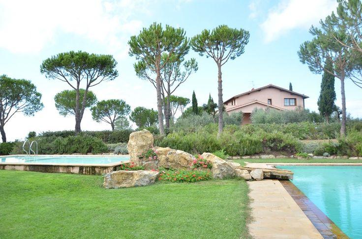 Vlakbij het het plaatsje Rispecia en slechts op een paar kilometer van de Toscaanse kust ligt deze luxe vakantievilla voor 18 pers.. Ook geschikt voor bruiloften. Er zijn 6 slaapkamers, 6 badkamers, een grote woonkamer, eetkamer, complete keuken, een wellnesruimte (met fitness en Turks bad), en een biljartkamer.