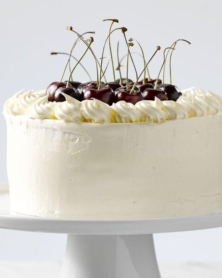 Kersencake - Deze feestelijke kersencake maak je makkelijk klaar en is een echte blikvanger. Het beste van al: de cake is echt niet moeilijk klaar te maken!