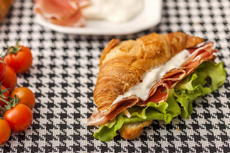 Colazione salata! Salty breakfast #salumipasini #ilgustodelleccellenza #croissant