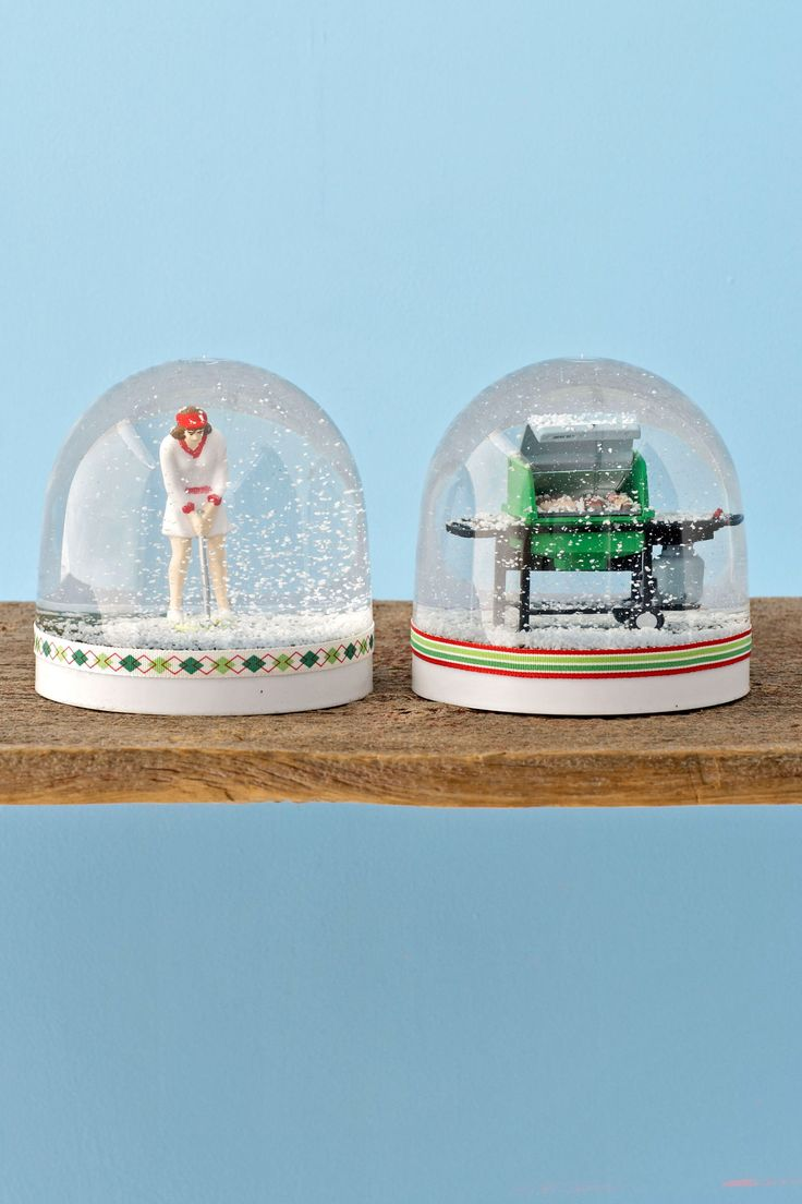 Snow Globes - make your own snow globe - snowdomes.com - also have vintage snow globes for sale