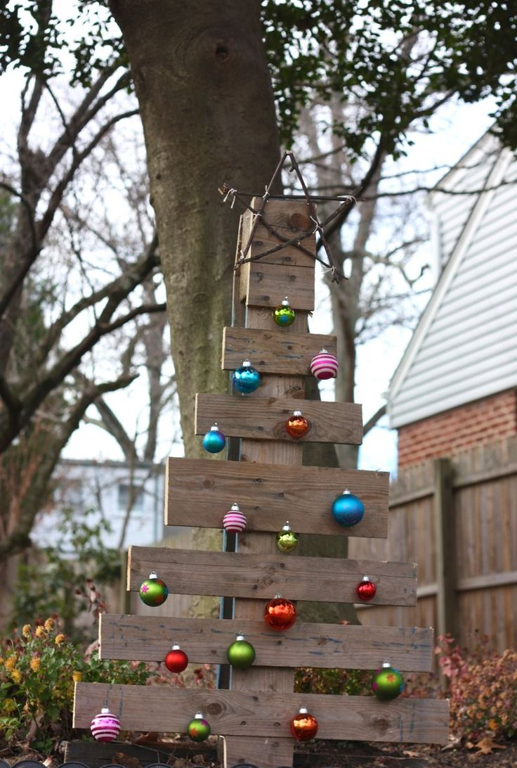 A Pallet Christmas Tree...