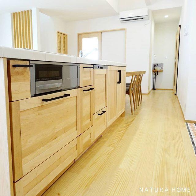 キッチンと横並びのダイニングテーブル スッキリしてますね キッチン