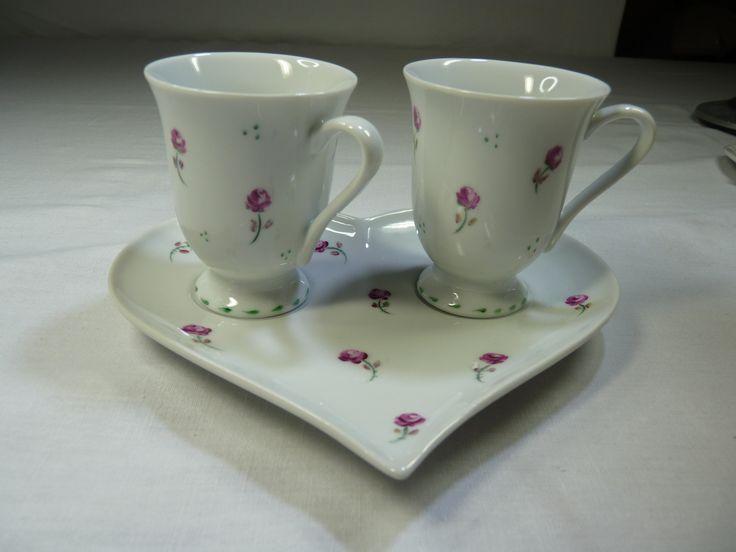 Duo Café Porcelaine Décoré de Roses Roses Peint à la Main, Idéal Tête à tête pour Fiancé et Anniversaire Mariage : Vaisselle, verres par porcelaines-de-felicite