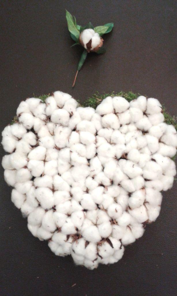 1 an de mariage. noces de coton. cœur piqué de fleurs de coton et boutonnière assortie