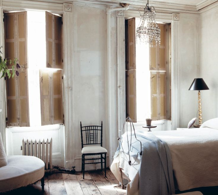 John Derian's Manhattan apartment - timeworn, beautiful in its simplicity: The Creative Home by Geraldine James