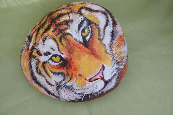 Тигр( роспись камней акриловыми красками)