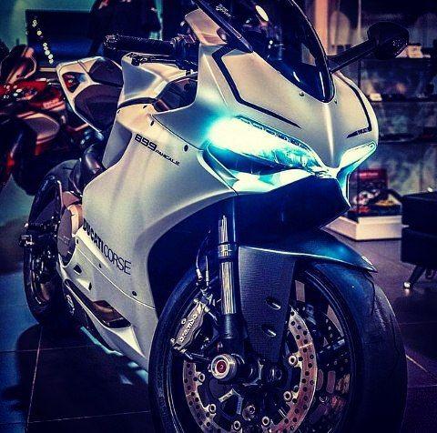 #kawasaki#ninja#sportbike#motogp#moto#motorcycle#motorace#motodrift#honda#bmw#ducati#mvagusta#Yamaha#suzuki#gsxr#ktm#predator#600#750#1000#rr#ss#cbr#h#2#r#life#lifestyle#motostyle#exhaust by moto_srs