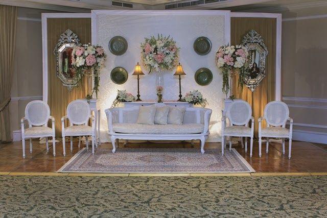 Champagne Lounge #mawarprada #dekorasi #pernikahan #elegance #pelaminan #wedding #decoration #granmahakam #jakarta more info: T.0817 015 0406 E. info@mawarprada.com www.mawarprada.com
