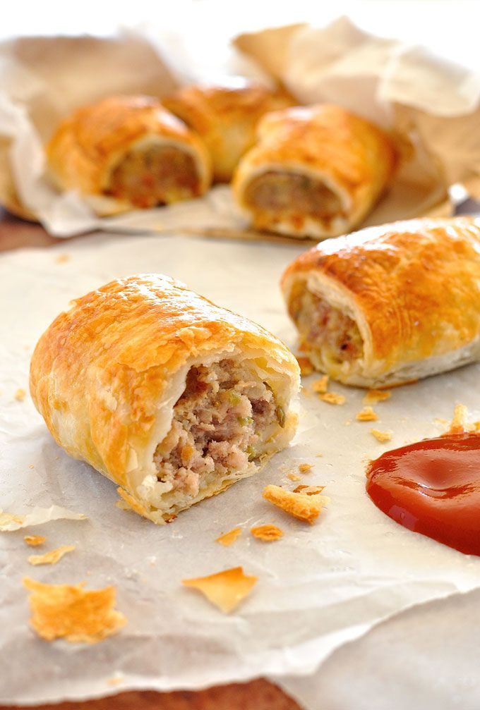The secrets that makes this Sausage Roll so special: finely chopped bacon mixed in with the mince, sautéd onion and celery (makes it sweeter) and fennel seeds (best mates with pork!) makes the most amazing filling ever, so moist!  #fennel #bacon #pork