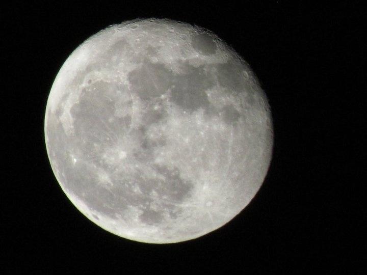 Close Up a la luna desde la ciudad de Cholula, Puebla en el 2011
