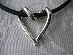 Virat silverhjärta, silver heart handmade silver jewelry jewellery from Brokig