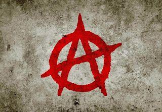 Anarquia significa ausência de coerção e não ausência de ordem. Os anarquistas são contra qualquer tipo de ordem hierárquica que não seja livremente aceita, defendendo as organizações libertárias.