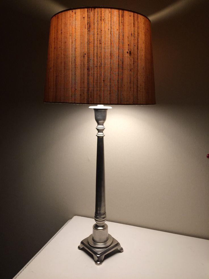Gillar färgen på nya lampan! I köket i vårt Älvsbyhus.