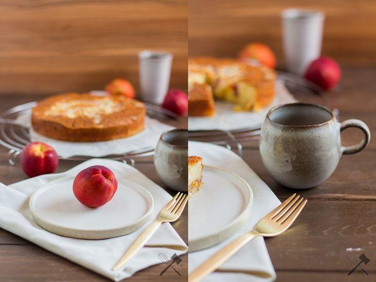 Nektarinen Kuchen mit Mandeln, der Obstkuchensommer