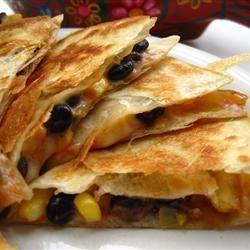 Quesadillas aux haricots noirs et au maïs