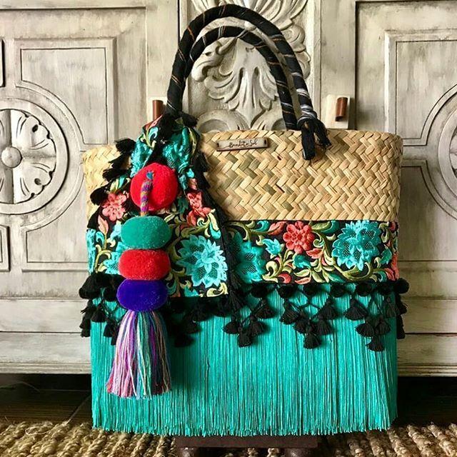 ¡Disponibles para envío inmediato! No pierdas la oportunidad de regalar lo mejor de lo hecho en México esta Navidad 🎄🎉🎁👜 Bolsa Turqueza y Multicolor Grandes. Bolsa Rosa y Blanca Medianas. #artesanal #Hechoamano #HechoEnMéxico #Mexico #Color