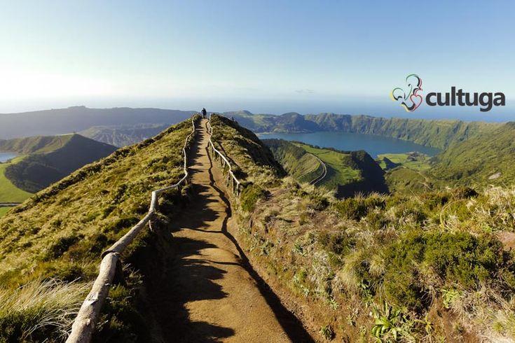 Miradouro da Grota do Inferno, na ilha de São Miguel, nos Açores. Portugal   Roteiro de vaigem