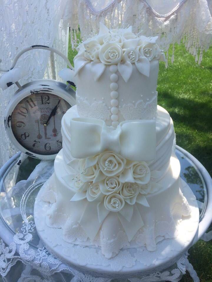 Vintage Elegant Ivory Wedding Dress Inspired Wedding Cake